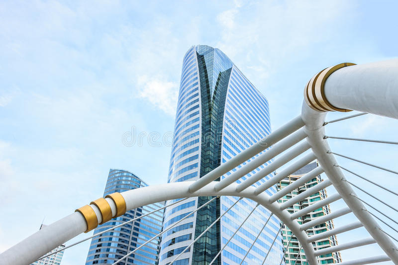 Gebäude und skywalk Architektur lizenzfreie stockfotografie