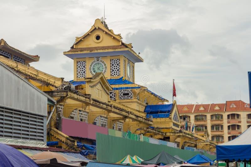 Gebäude von Binh Tay Market in Cholon-Bezirk von Saigon, Vietnam lizenzfreies stockfoto
