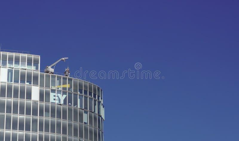 Gebäude von Ernst und von Jungen stockfoto