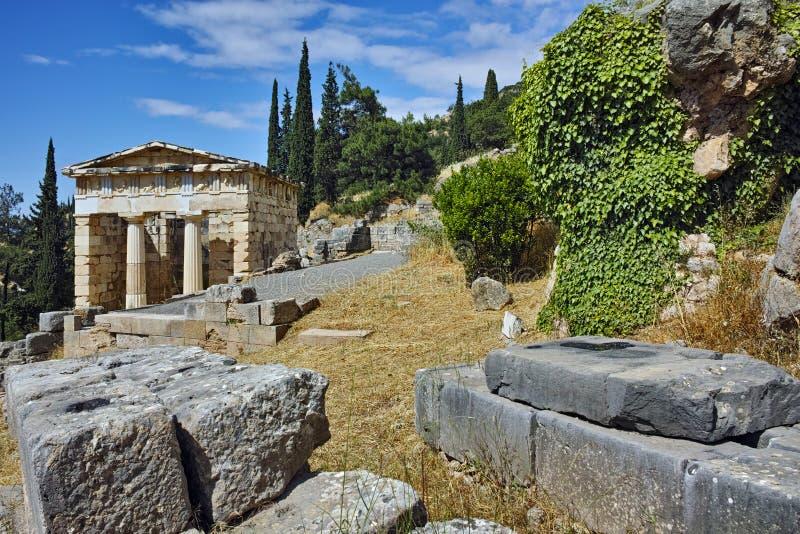 Gebäude von Fiskus von Athen in der altgriechischen archäologischen Fundstätte von Delphi, Griechenland stockfoto