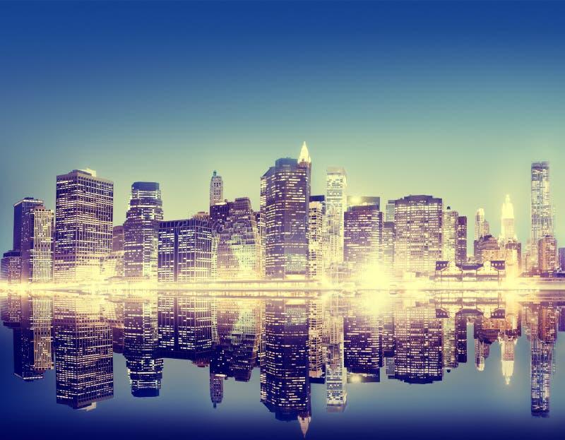 Gebäude-Wolkenkratzer-panoramisches Nacht-New- York Citykonzept lizenzfreie stockfotos