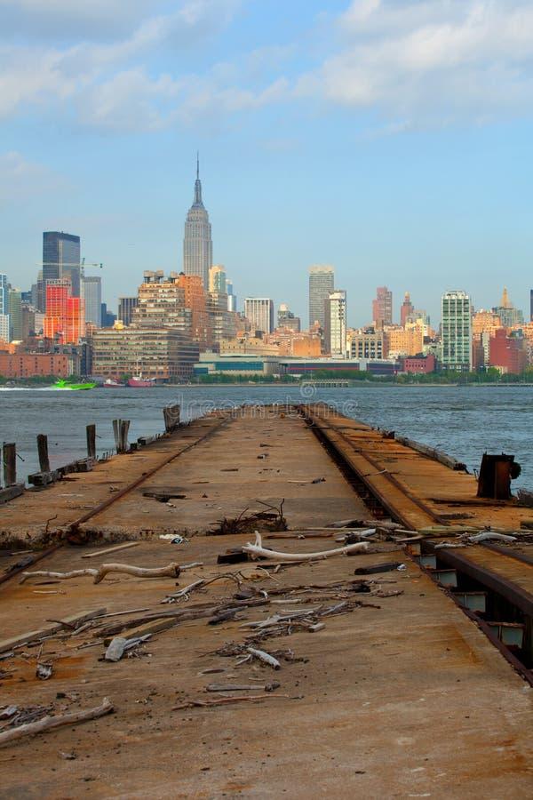 Gebäudeansicht New York City, Manhattan vom Hafen stockfotos