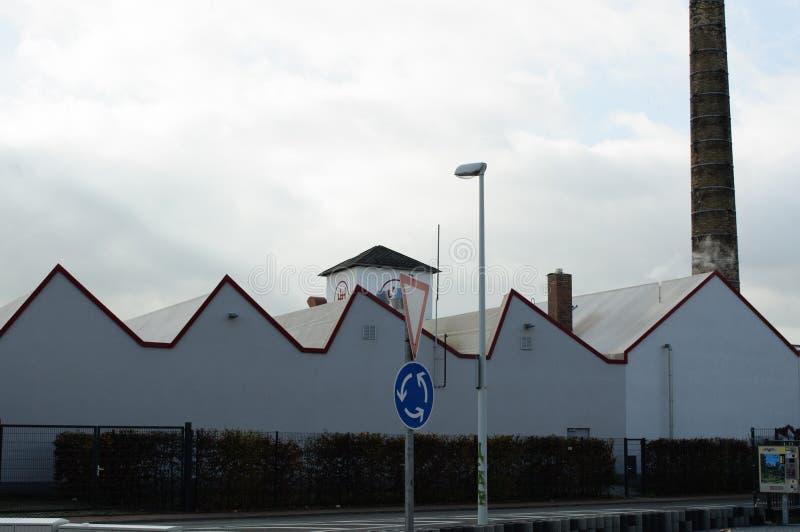 Gebäudedach mit roter Linie stockbild