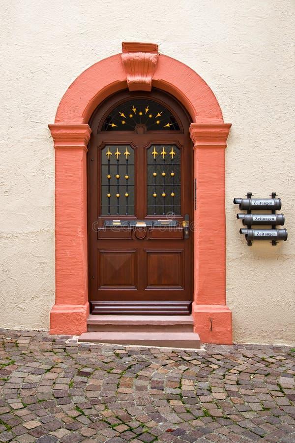 Gebäudetür in Rottweil, Deutschland lizenzfreies stockbild
