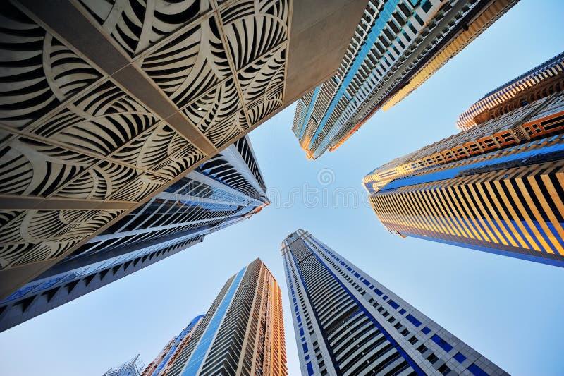 Gebäudewolkenkratzer stockfotos