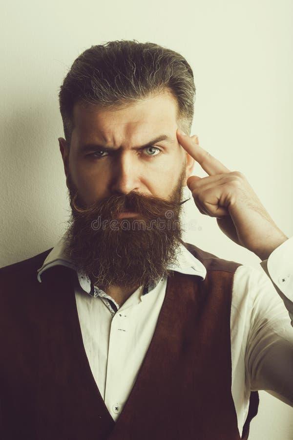 Gebaarde mens, brutale Kaukasische hipster met ernstig gezicht royalty-vrije stock foto