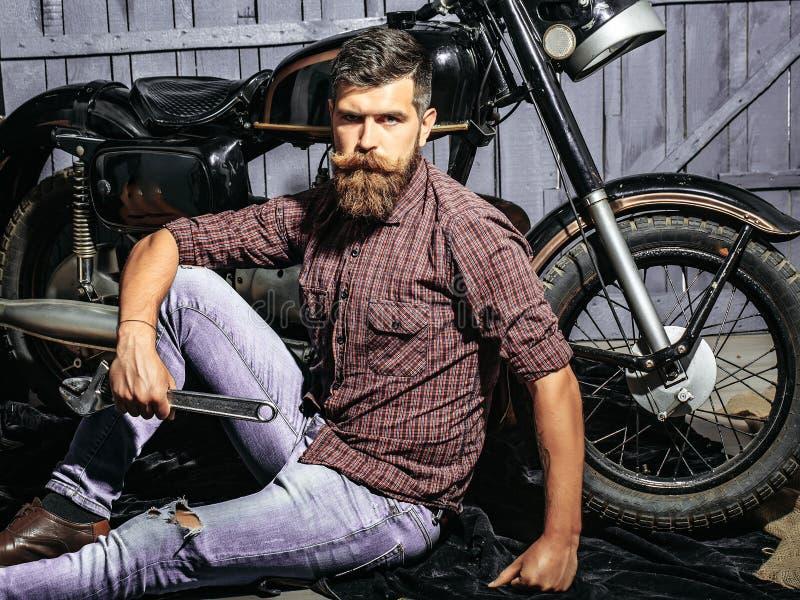 Gebaarde mensen hipster fietser stock fotografie