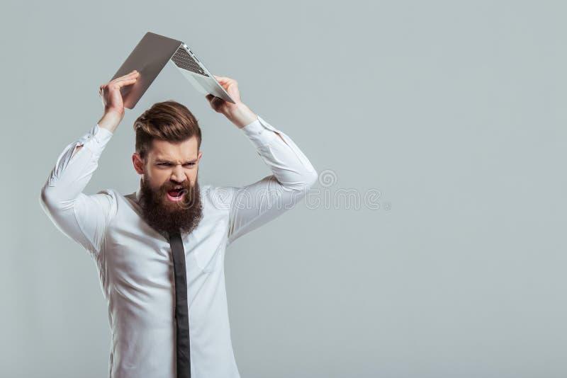Gebaarde zakenman met gadget stock afbeelding