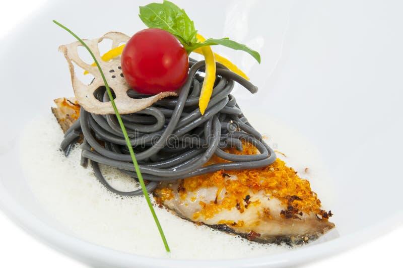 Download Gebackene Fischfilets stockfoto. Bild von kabeljau, basilikum - 27731458