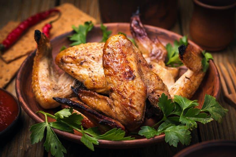 Gebackene Hühnerflügel im Ofen stockfoto