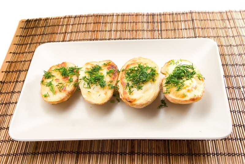 Gebackene halfs der Kartoffeln stockfoto
