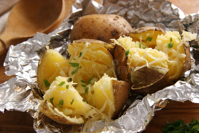 Gebackene Kartoffeln. lizenzfreie stockfotos