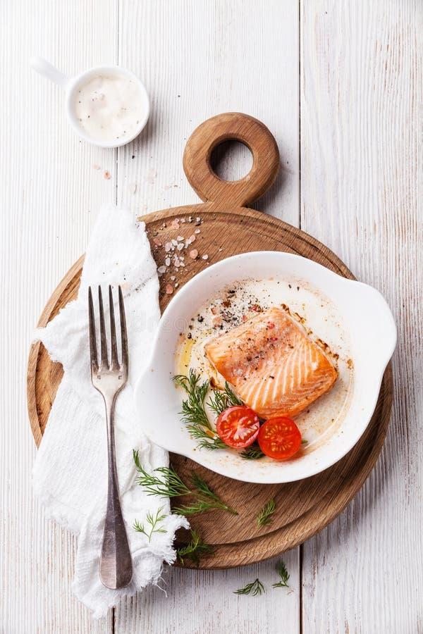 Gebackene Lachse zum Frühstück lizenzfreie stockbilder