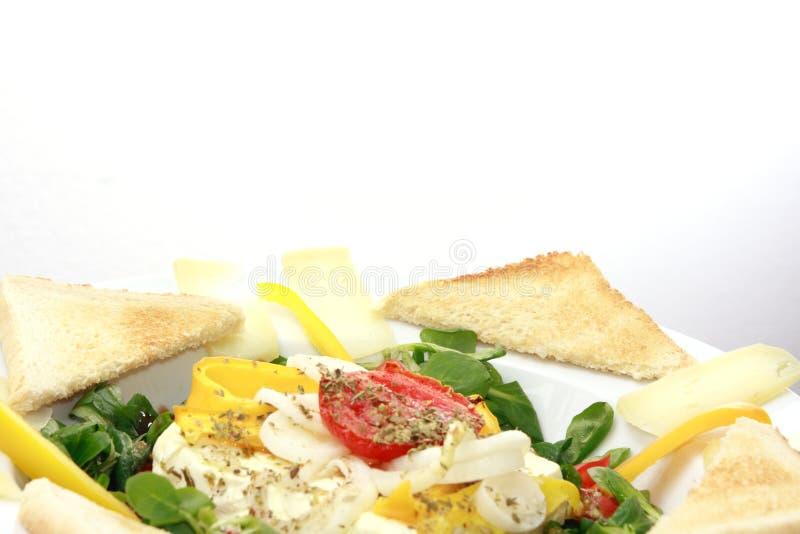 Gebackener Fetakäse auf Feldsalat stockfoto