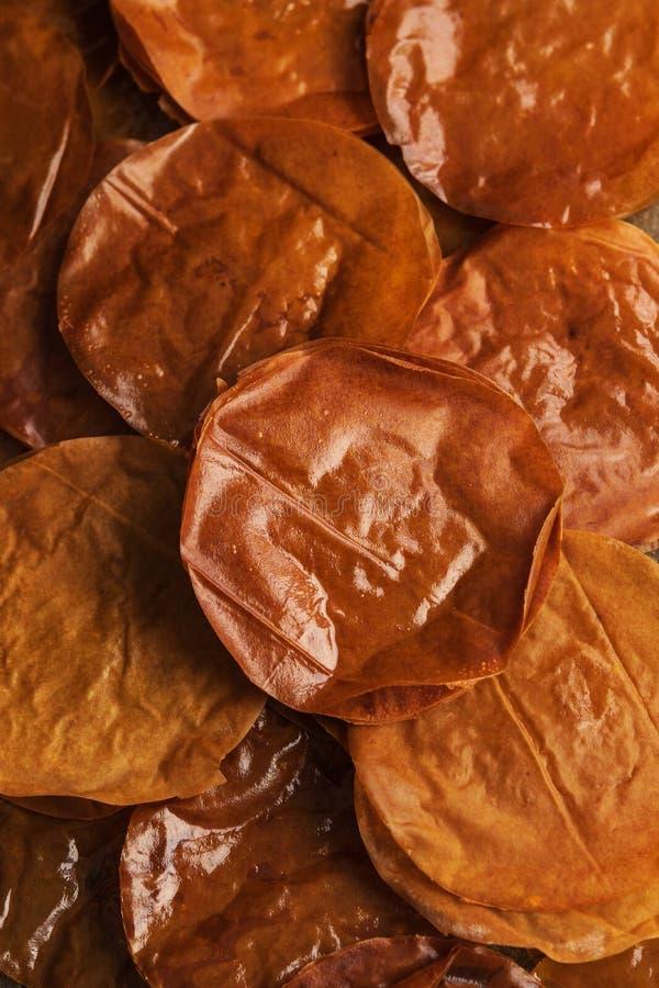 Gebackener Filo-Teig-Blatthintergrund Arabische Bonbons stockbild