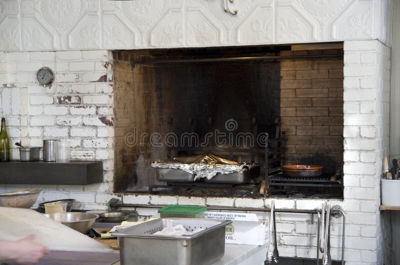 Gebackener Ofen der Restaurantküche Ziegelstein stockbild