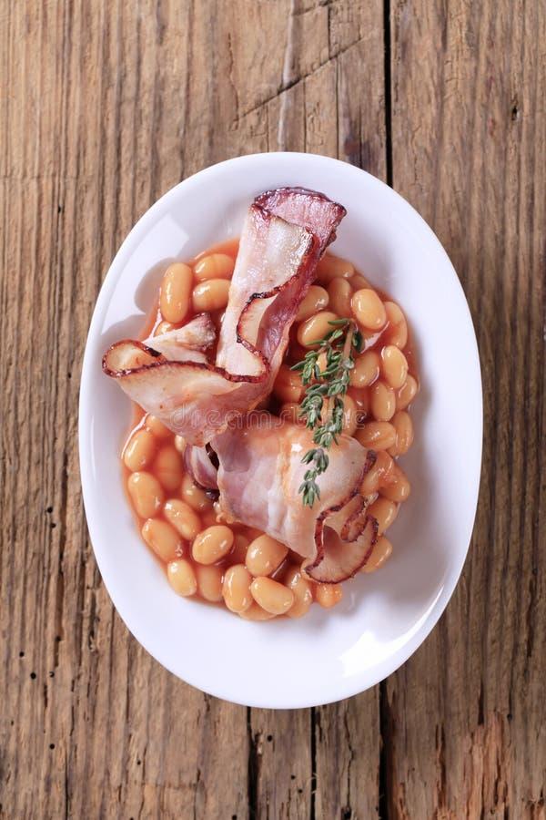 Gebakken bonen en bacon stock afbeelding