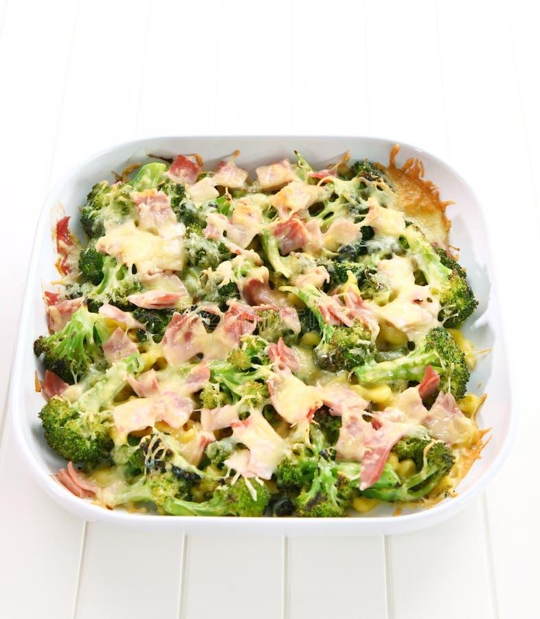 Gebakken broccoli met ham royalty-vrije stock afbeeldingen