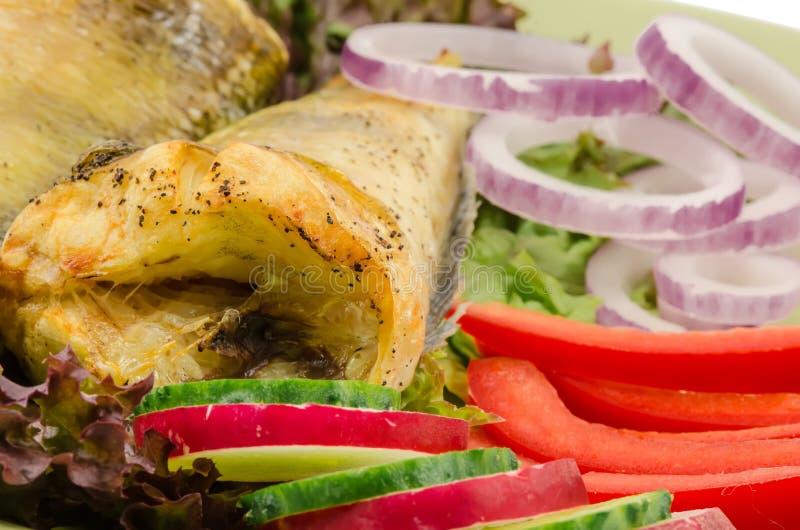 Gebakken elft met vegatables bij schotel royalty-vrije stock afbeeldingen