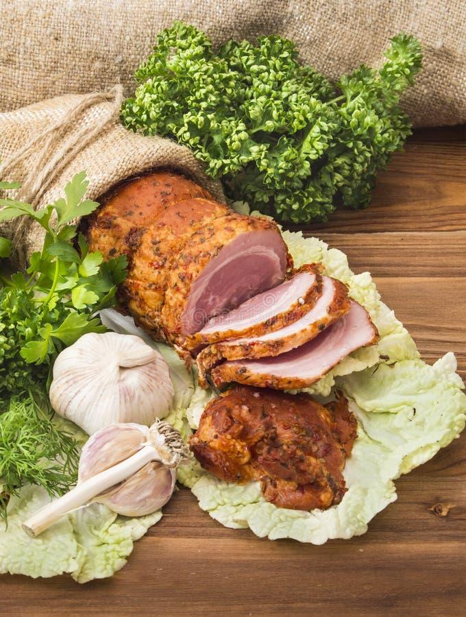 Gebakken gekookt varkensvlees met groen royalty-vrije stock afbeeldingen