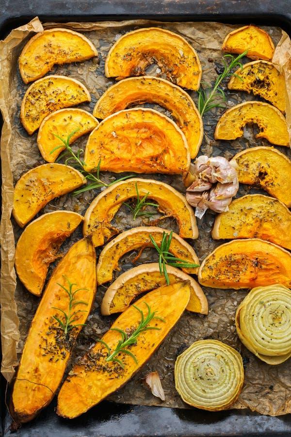 Gebakken geroosterde geroosterde oranje pompoen butternut pompoen en bataat royalty-vrije stock foto