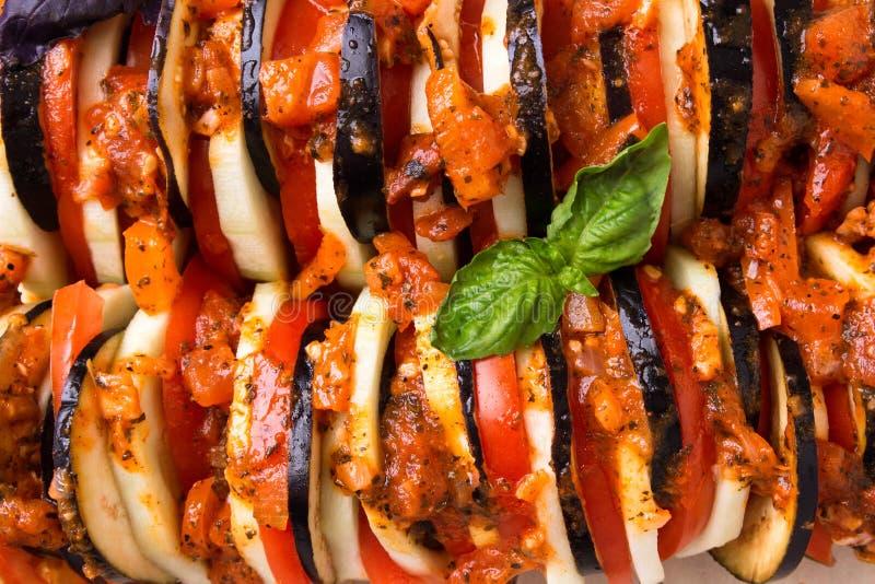 Gebakken groententomaten, aubergines, courgette in de oven stock afbeeldingen