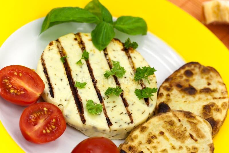 Gebakken kaas met gekookte aubergine royalty-vrije stock foto