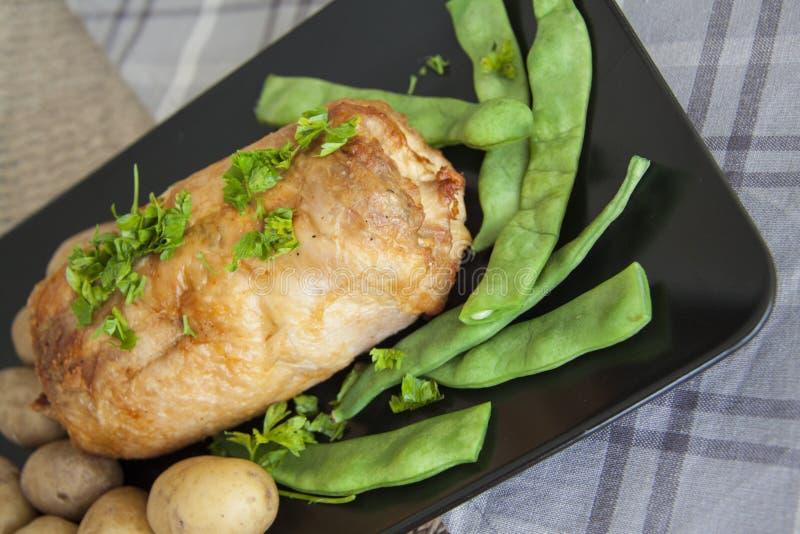 Gebakken kip met greens stock foto