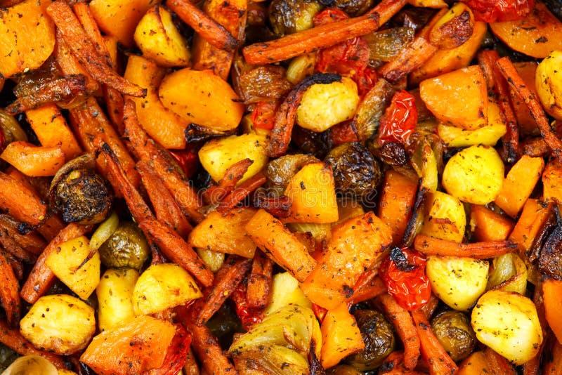 Gebakken in ovenmengeling van groenten Mening vanaf bovenkant stock afbeeldingen