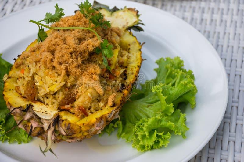 Gebakken rijst met ananas stock afbeelding