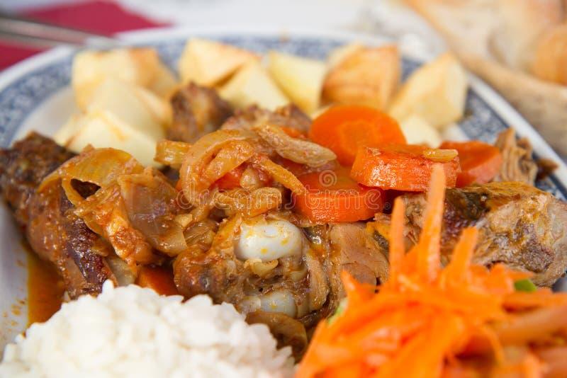 Gebakken vlees met aardappel en rijst royalty-vrije stock afbeelding