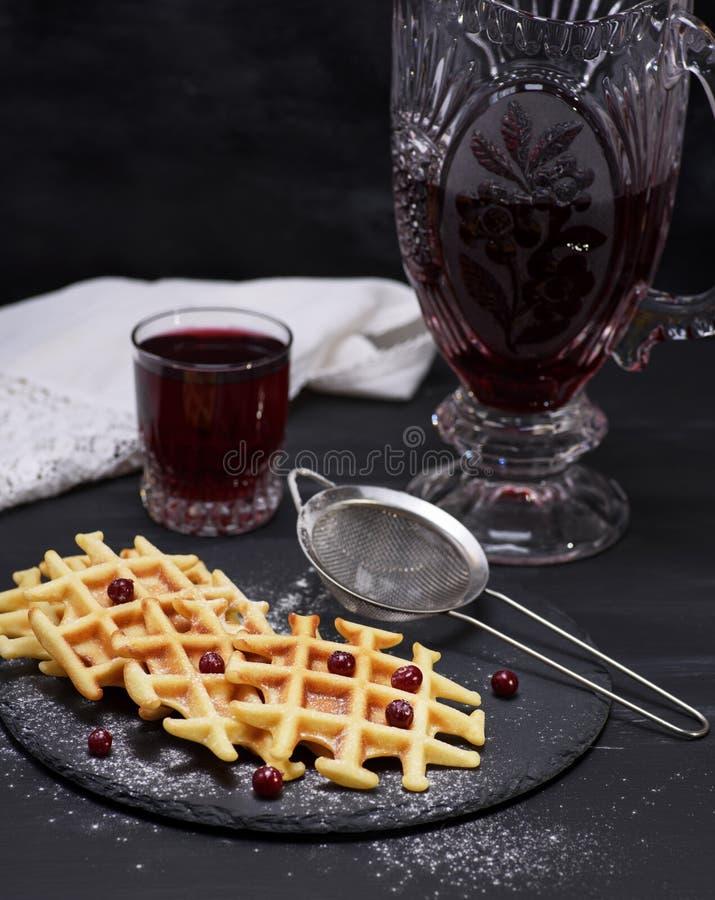 Gebakken wafels en compote in een glas royalty-vrije stock afbeelding