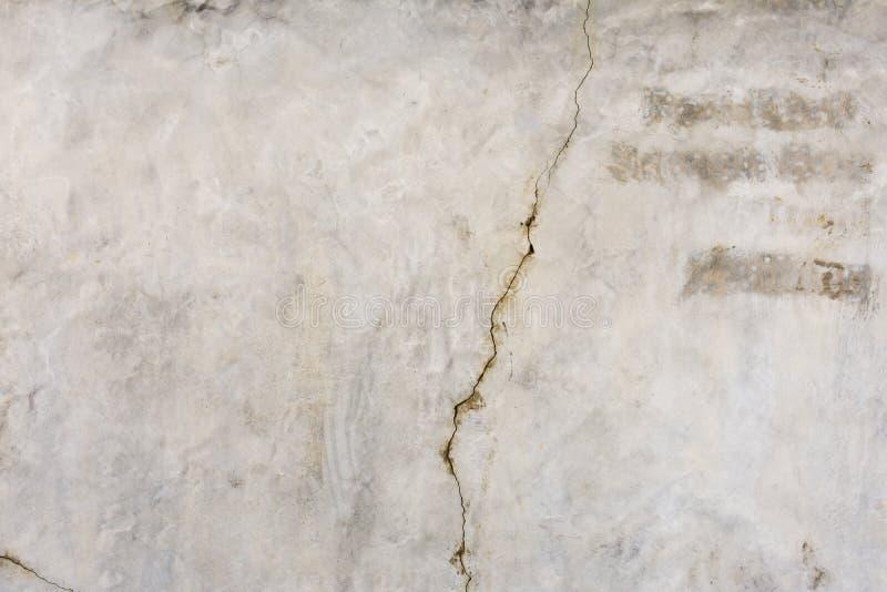 Gebarsten concrete uitstekende muurachtergrond Abstracte oude de muurachtergrond van de close-uptextuur stock fotografie