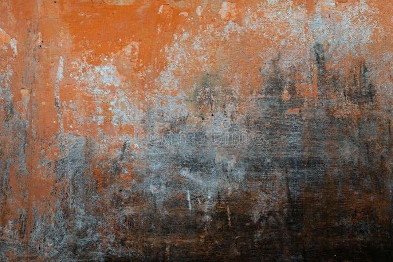 Gebarsten concrete uitstekende muurachtergrond, oude muur stock afbeeldingen