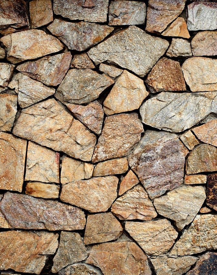 Gebarsten echte steenmuur stock afbeeldingen