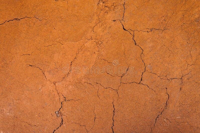 Gebarsten en onvruchtbare grond, droge grond geweven achtergrond, vorm van grondlagen, zijn kleur en texturen royalty-vrije stock foto's