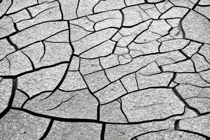 Gebarsten grond: de gevolgen van droogte - conceptenbeeld stock fotografie