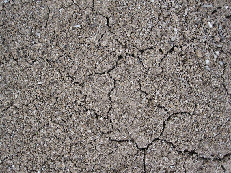 Gebarsten kleiland, zand en kiezelstenen royalty-vrije stock afbeeldingen