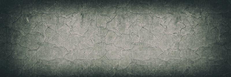 Gebarsten ruwe oppervlakte brede uitstekende achtergrond Oude doorstane concrete muur retro textuur royalty-vrije stock afbeeldingen