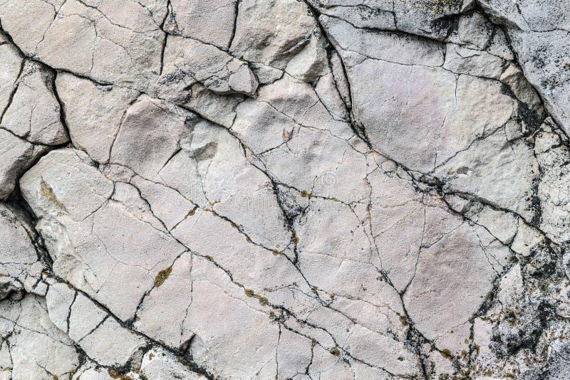 Gebarsten steenmuur stock afbeeldingen