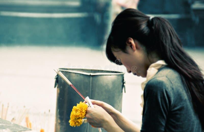 Gebed in Bangkok stock foto