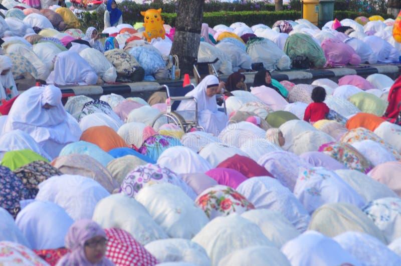 Gebed idul fitri in Semarang stock foto's