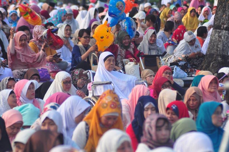 Gebed idul fitri in Semarang stock foto