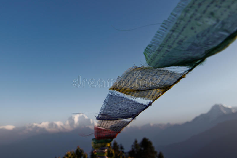 Gebedvlag in Poon hillin Nepal stock foto