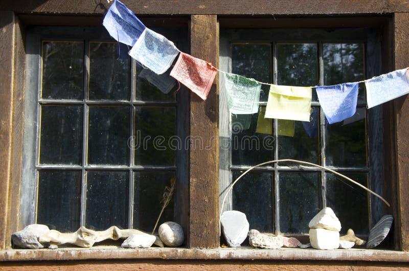 Gebedvlaggen, rotsinzameling en ouderwetse ruiten royalty-vrije stock foto's
