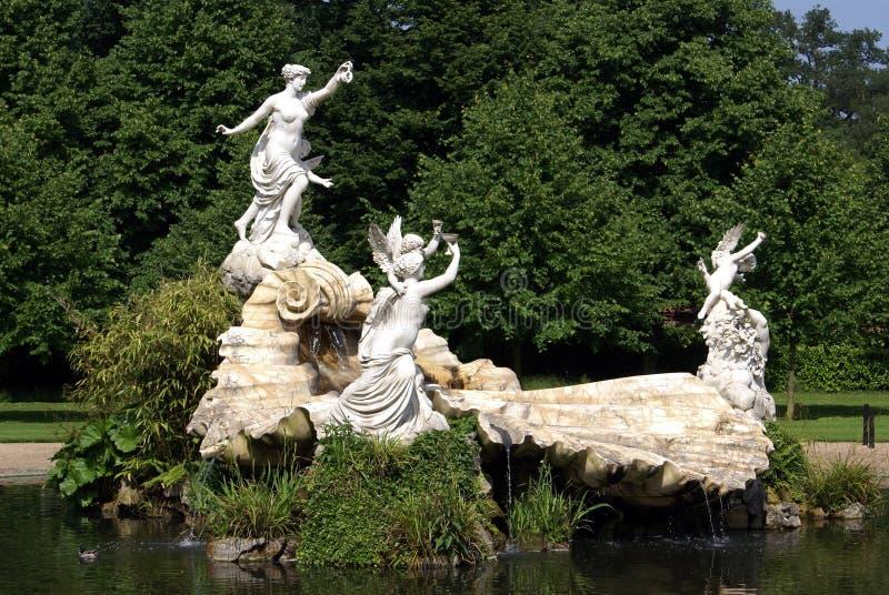 Gebeeldhouwde fontein stock fotografie