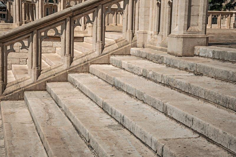 Gebeeldhouwde steendecoratie en trap bij de Kathedraal van St Michael en St Gudula in Brussel royalty-vrije stock afbeeldingen