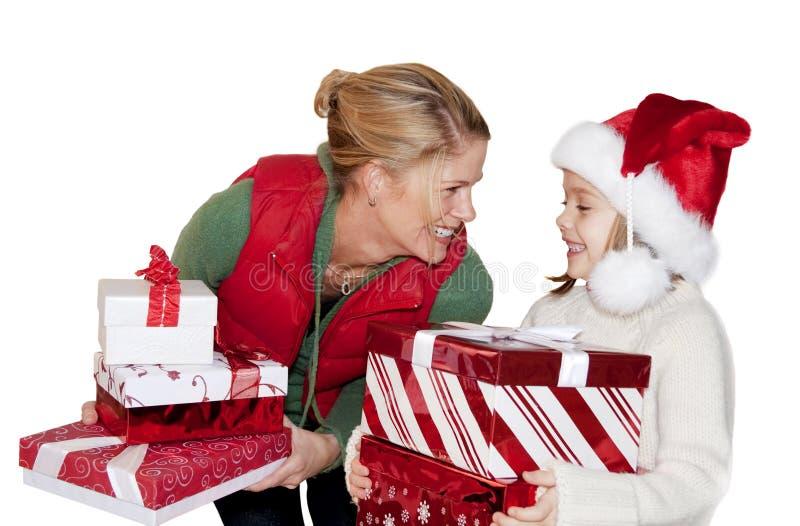 Geben der Weihnachtsgeschenke lizenzfreie stockfotografie