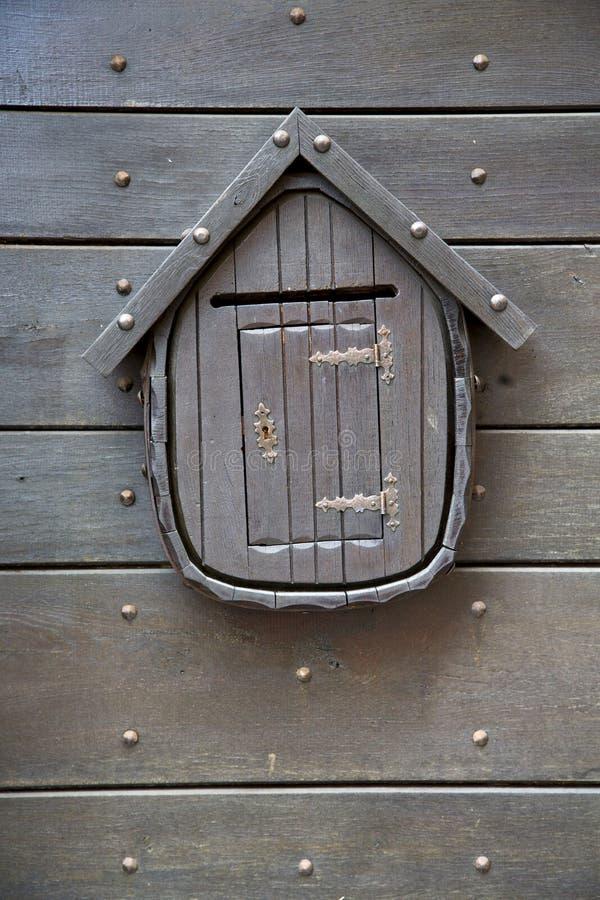 Geben Sie Post ein braunes az Klopfertürkirchen-Lombardei Italien Varese bekannt lizenzfreies stockfoto