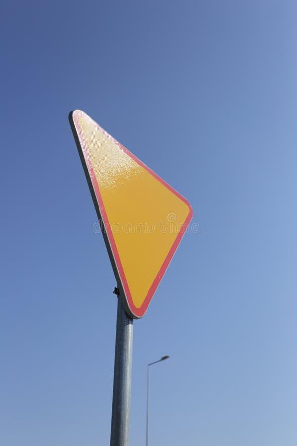 Geben Verkehrszeichen nach lizenzfreie stockfotos
